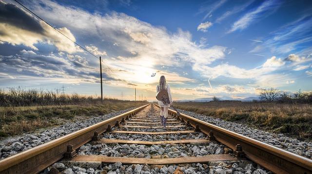 rail-2803725_640-1.jpg