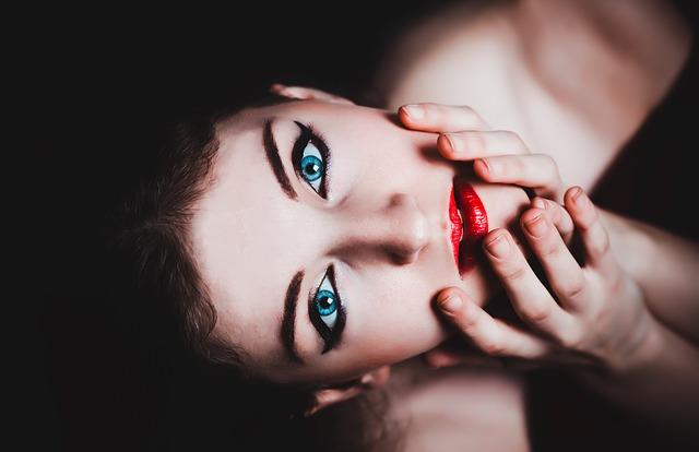 blue-eyes-237438_640.jpg